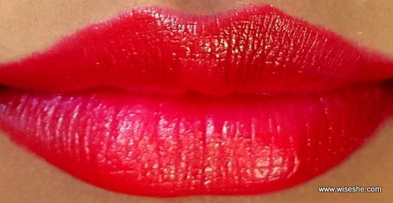 Maybelline-ColorShow - RED-Rush-lipswatch