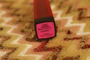 Maybelline india batom fosco vívida vivid2 neon avaliação rosa, swatches, fotd