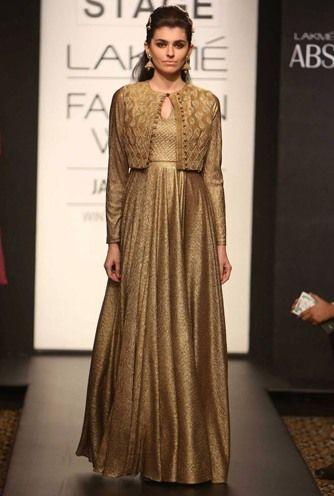 Ouro Anarkali para a mãe da noiva
