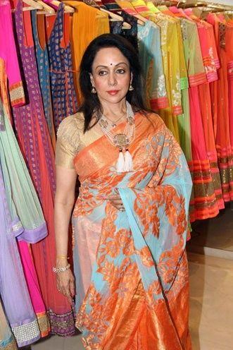 Hema Malini promove Neeta Lulla`s Saree