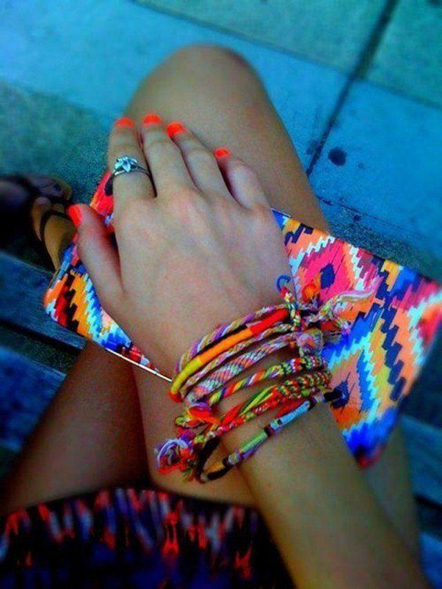 Várias pulseiras: uma maneira na moda de vestir seus acessórios