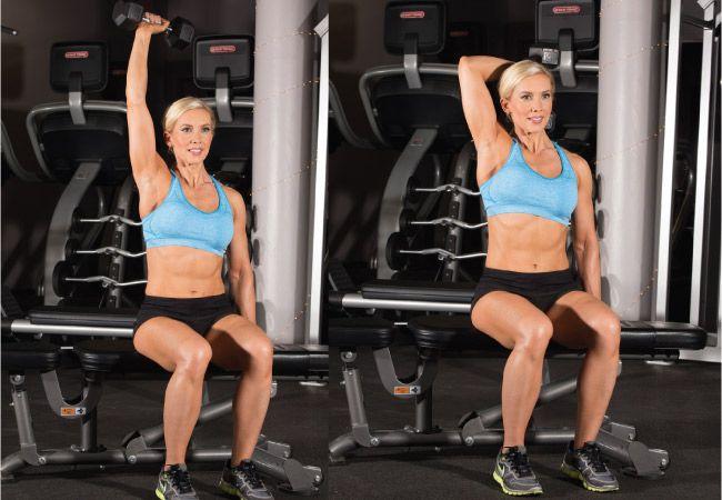 Um braço de extensão tríceps sobrecarga