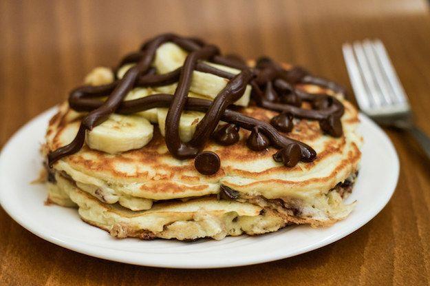 recheados com Nutella pedaços de chocolate Banana Pancakes