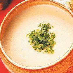 Batata e alho-poró sopa com castanhas assadas
