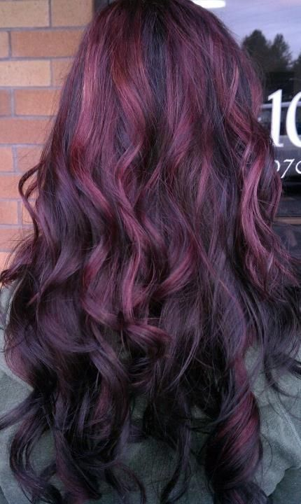 Cachos com reflexos púrpura