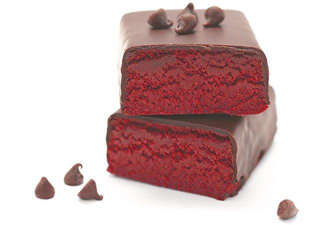 Barra de proteína fudge bolo de veludo vermelho