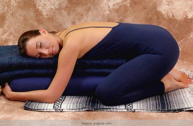 Yoga restaurativa para a restauração, relaxamento e cura
