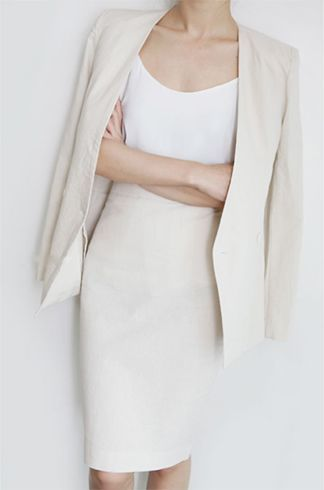 vestido branco longo com o revestimento cropped branco