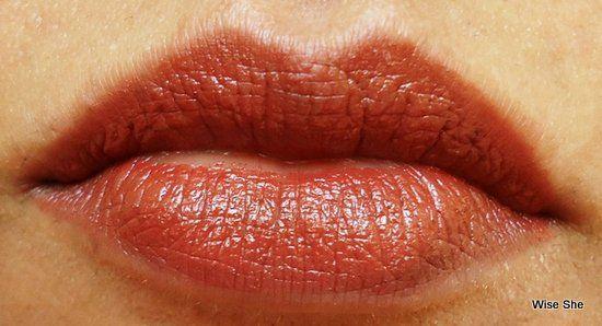REVLON-CREME-cozido-BROWN-lipswatch