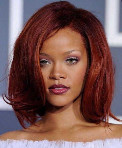 Rihanna Penteados: Seductive Mid-comprimento Bob por Mulheres