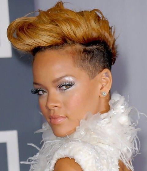 Rihanna Penteados: Elegante fauxhawk para Fashionistas