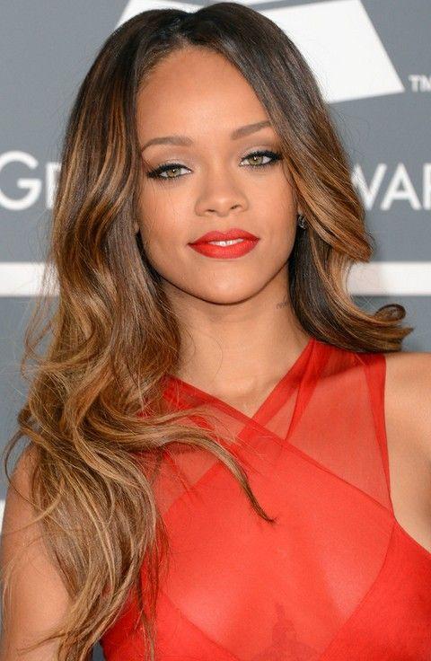 Rihanna Penteados: sedutor ondulado longo corte de cabelo por Mulheres Jovens