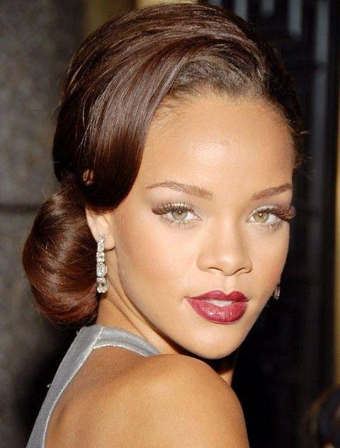 Rihanna Penteados: Gracioso Chignon