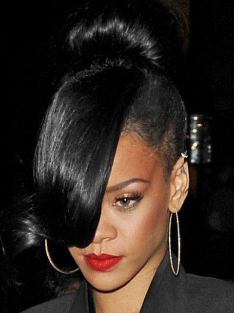 Rihanna Penteados: Super-chic clássico Bun