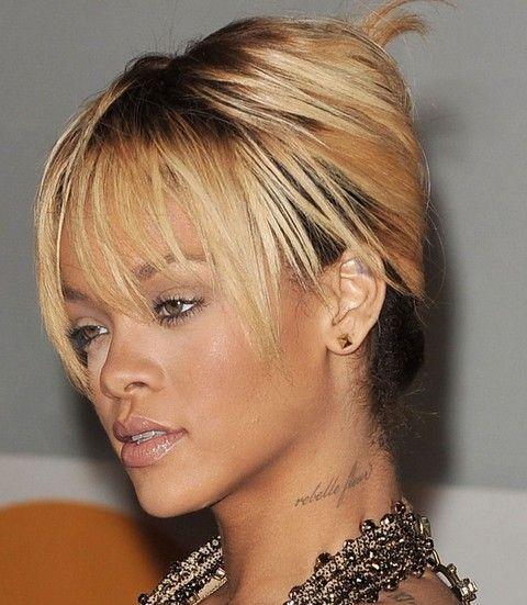 Rihanna Penteados: French Twist lindo com Wispy Bangs