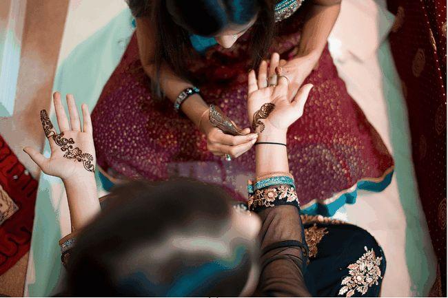 aplicar mehendi sobre noivas hands-bigindianwedding