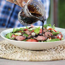 Salada de bife com vinagre balsâmico glaze