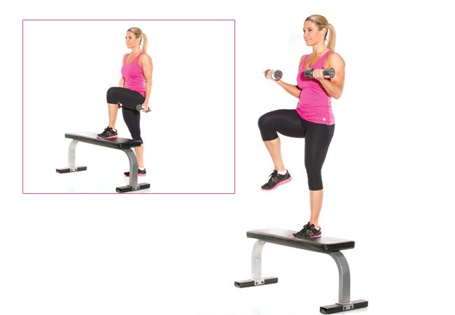 Step-up com uma onda do bicep - Mulheres`s Health & Fitness