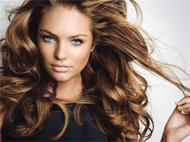 Penteados ondulados longos elegantes