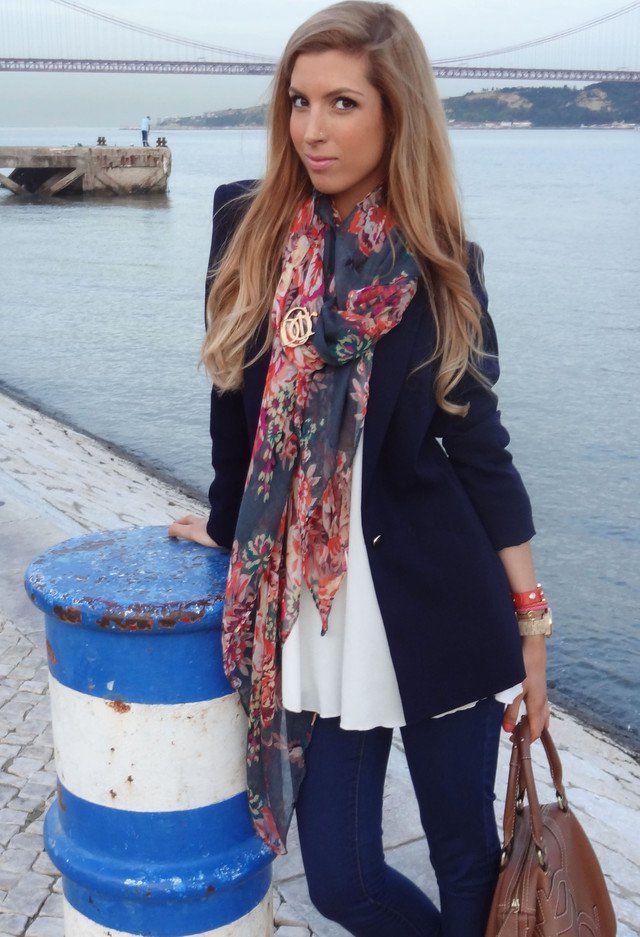 Idea casul Outfit com um lenço floral