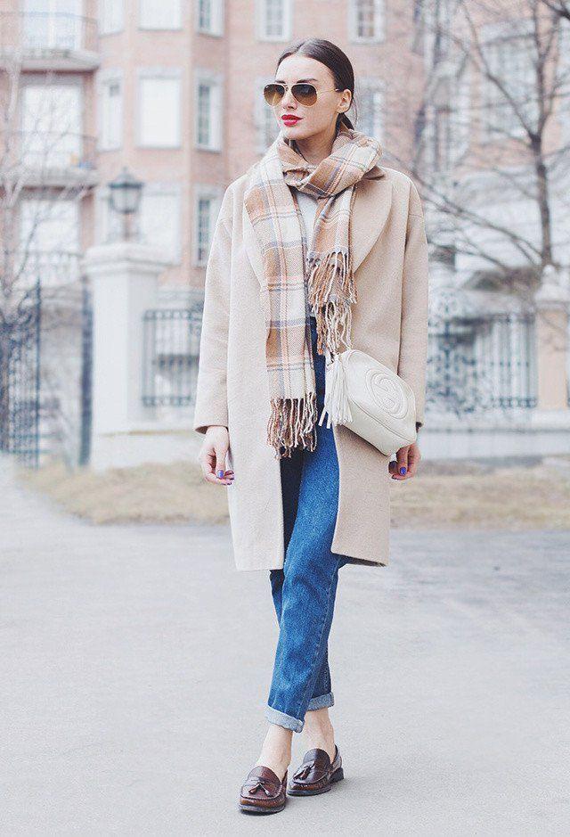 Idea Outfit neutra com um lenço