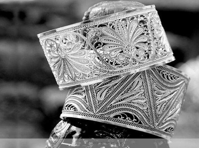 Tarakasi jóias: ilustração de jóias étnicas elaborado indiano