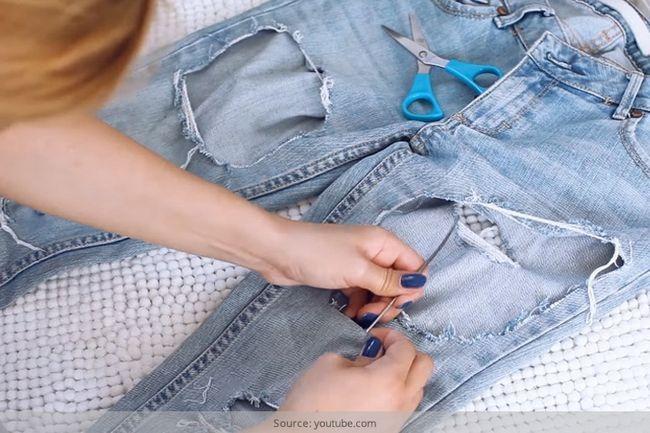 Skinnies esfarrapadas alerta! Maneira fácil como fazer jeans rasgado