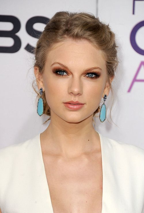 Taylor Swift cabelo - Up-do penteado