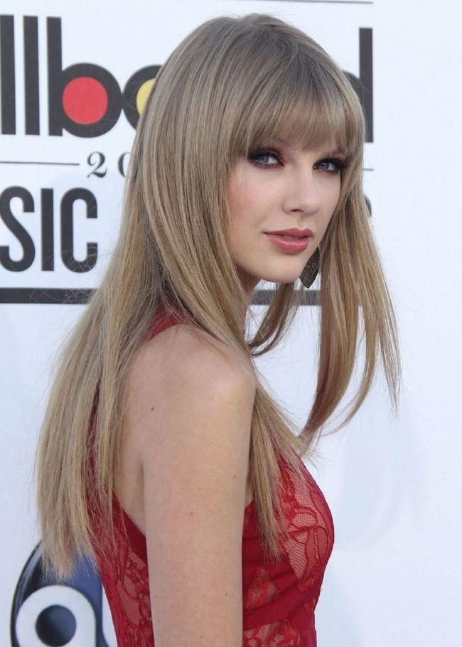 Taylor Swift Cabelo - Penteado longo e reto com franja