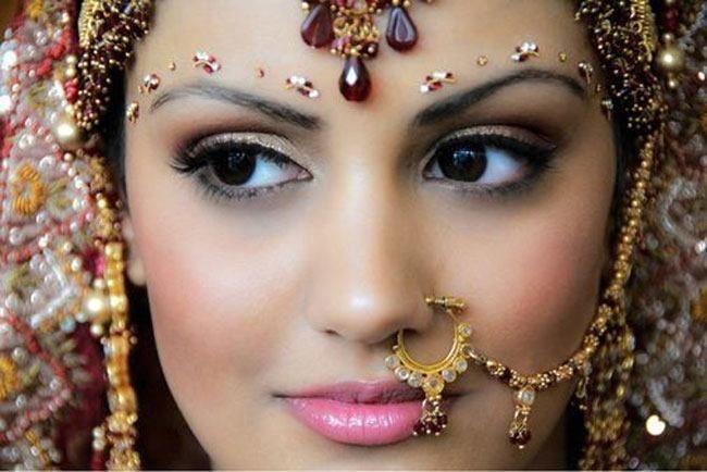 Gujarati nupcial penteado e maquiagem de noiva