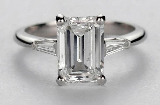 Emerald em forma de corte anel de diamante