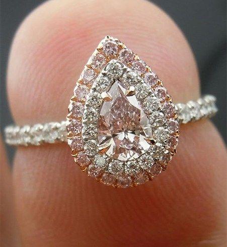Em forma de pêra corte Diamond Ring