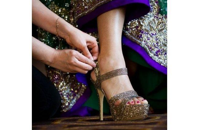 cor de ouro calçado de noiva