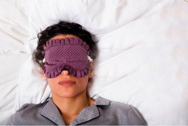 Como curar suores noturnos durante a menopausa