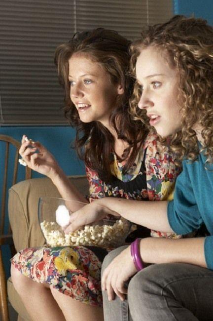 assistindo filme em casa