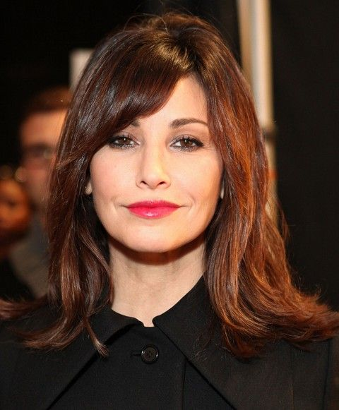 Gina Gershon Penteados: Corte de cabelo Liso Medio