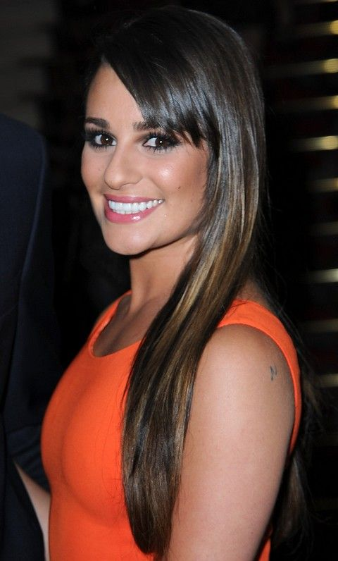 Lea Michele Penteados: Corte de cabelo reto com Highlights