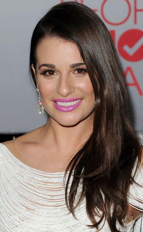 Lea Michele Penteados: Corte de cabelo em linha reta varreu-Side
