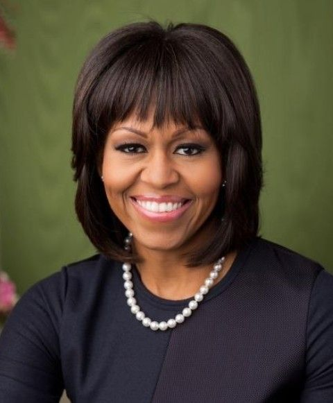 Michelle Obama Penteados: Layered corte de cabelo com franja