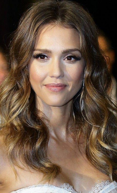 Jessica Alba penteados: Elegante Centro-separaram Penteado Curly