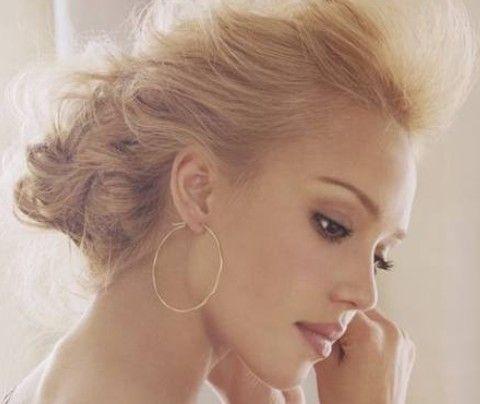 Jessica Alba penteados: Romântico penteado do casamento