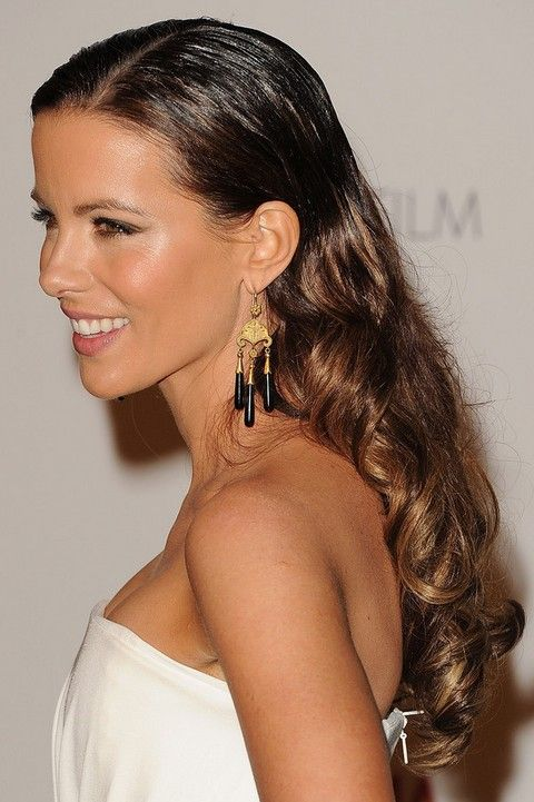 Kate Beckinsale Penteados: Ondas longas Sleek