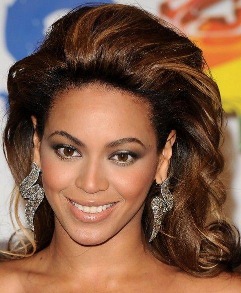 Beyonce penteados: Elegante longo ondulado corte de cabelo para mulheres maduras