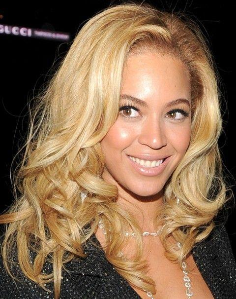 Beyonce penteados: Blond Modern longos cachos
