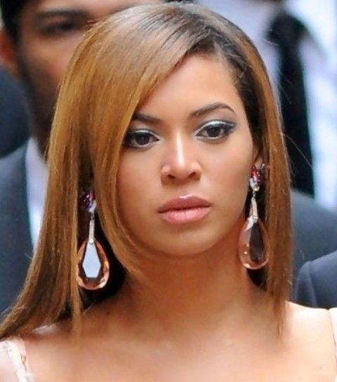 Beyonce penteados: Corte de cabelo em linha reta Slick longo com franja