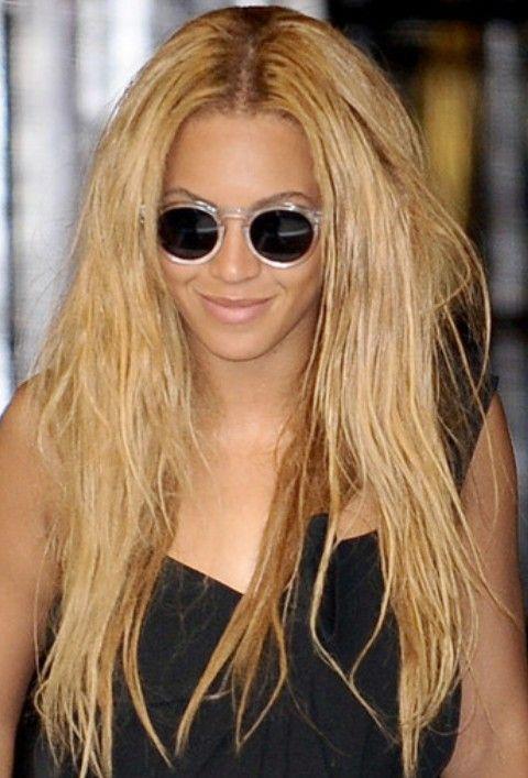 Beyonce penteados longos retos: Penteado messily Tousled Centro-se separaram