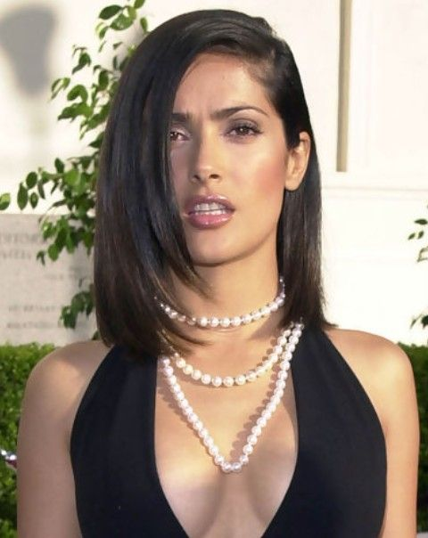 Salma Hayek Penteados: Edgy-chic corte de cabelo varreu-Side
