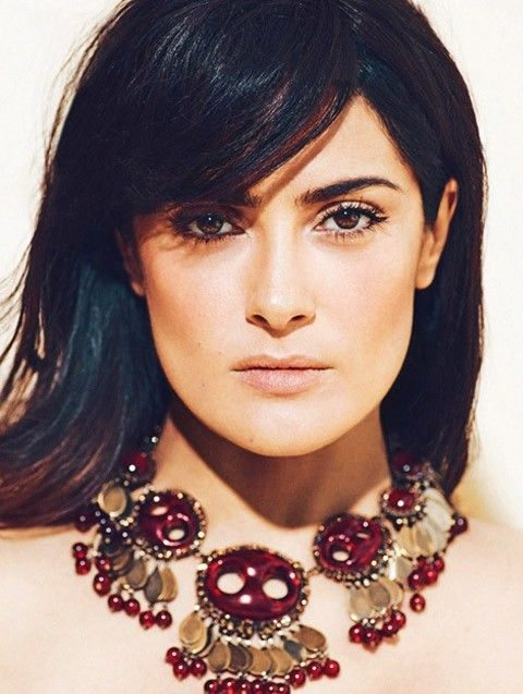 Salma Hayek Penteados: Corte de cabelo reto com Bangs