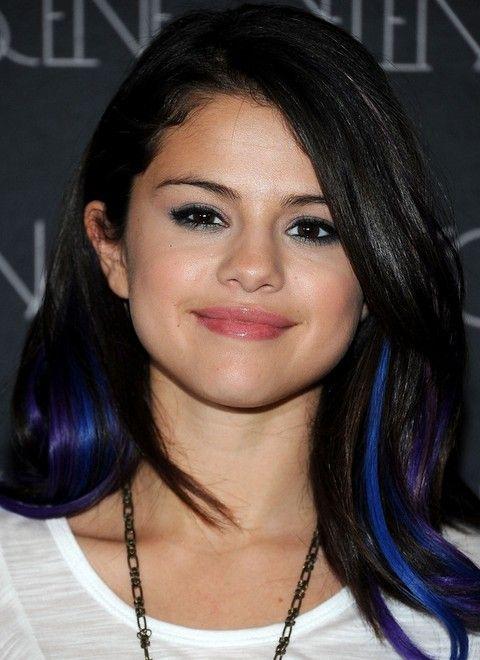 Selena Gomez Penteados: Chic Side-se separaram penteado com franja