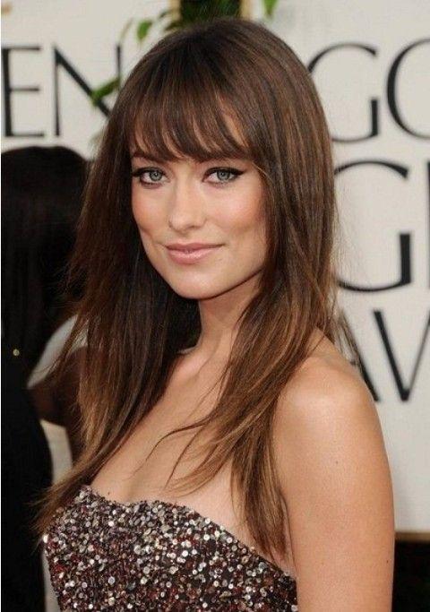Olivia Wilde Penteados: Corte de cabelo em linha reta em camadas com franja